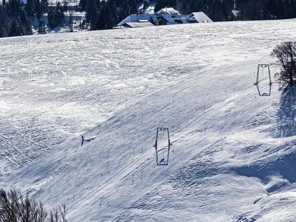 Мёртвого горнолыжника нашли на склоне курорта «Красное озеро»