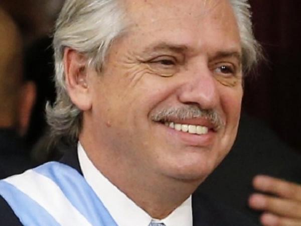 Президент Аргентины поблагодарил«Спутник V» за легкий перенос коронавируса