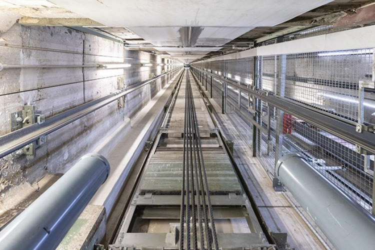 В российском городе упал лифт с пассажирами